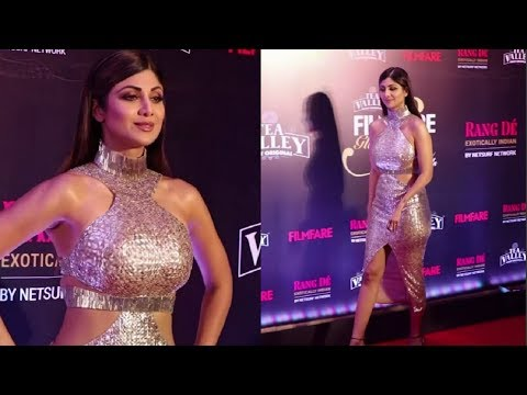 Shilpa Shetty Hot In Golden Dress At Filmfare Glamour And Style Awards 2019 thumbnail