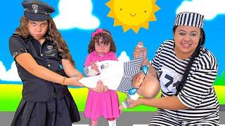 SARAH FINGE BRINCAR DE POLICIAL com a mamãe e salva o BEBÊ REBORN 3   Five Kids Police