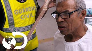 ¡Hombre intenta salir de España con machete gigante! | Control de fronteras: España