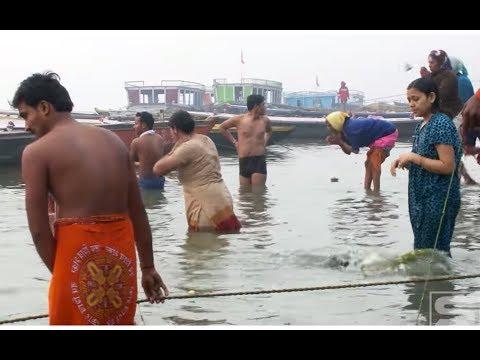People bathing in the Ganges , HD Stock Video Footage