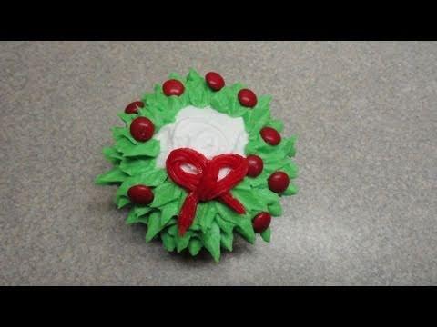 decorating-cupcakes-#23:-christmas-wreath