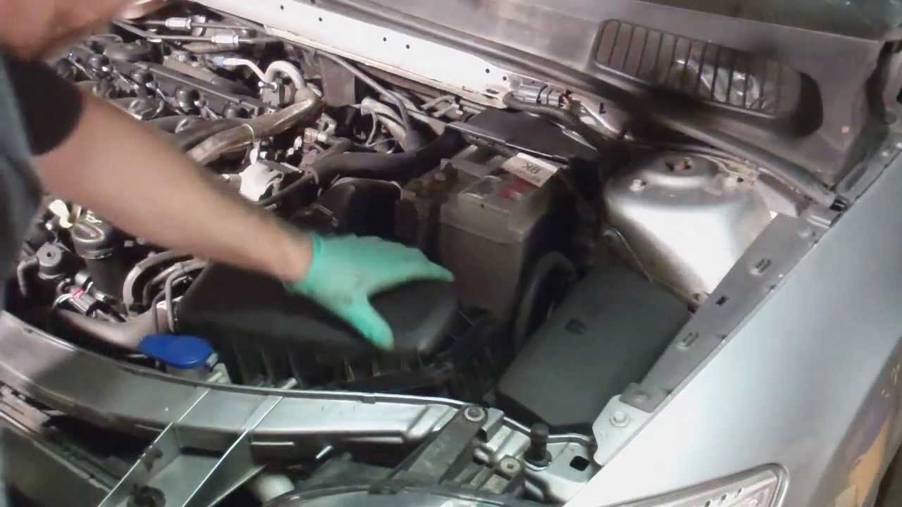 Replacing your car battery ford mondeo mk4 2007 onwards youtube sciox Image collections