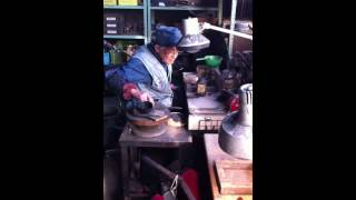 Japanese craftsman who is making Nanbu iron kettle 3