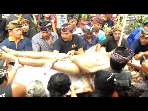 Balinese Ngaben Ceremony - Bathing the Corpse thumbnail