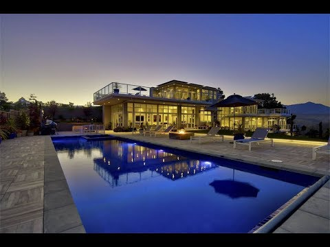 Lavish and Rare Coastal Estate in Muir Beach, California