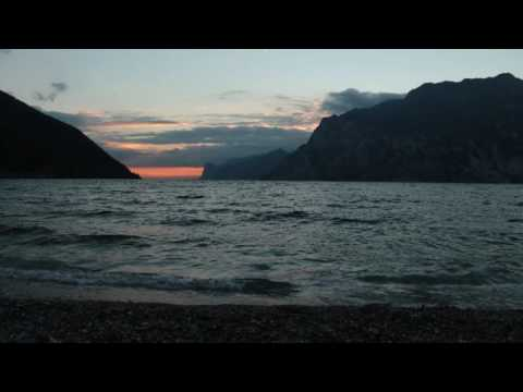 Sound of Calm Waves Hitting Into Shore / Relaxing Water Sounds for Sleep 1 Hour