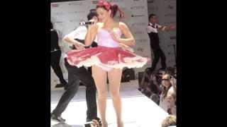 Ariana Grande Upskirt Live!