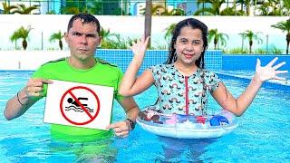 SARAH aprende as REGRAS DE CONDUTA pra CRIANÇAS na PISCINA 2   Rules of Conduct for Children in Pool