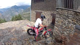 Montesa Cota 4RT 260 Trial - Practice Hold Over Wall .