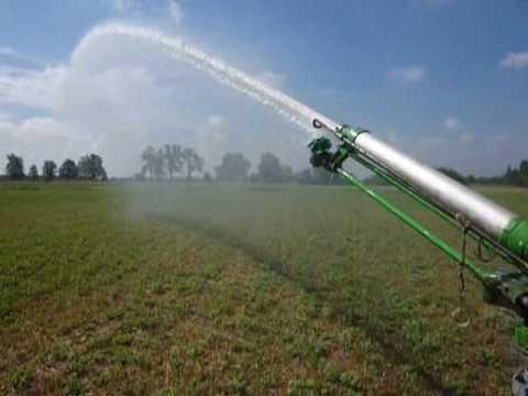 Irrigazione 2010 con turbina caprari e fiat 70 66 youtube for Irrigazione per aspersione