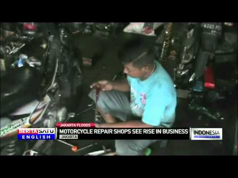 Jakarta Motorcycle Repair Shops See Business Boom After Floods