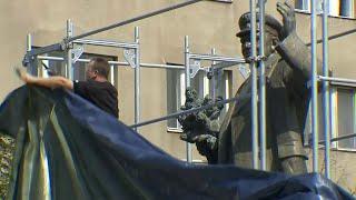 Жители Праги протестуют против действий местных властей по отношению к памятнику маршалу Коневу.