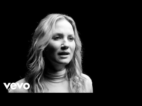 Levi - Jennifer Nettles new song reminds women to never give up