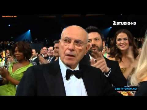 Tommy Lee Jones wins Outstanding Performance by a Male Actor in a Supporting Role : 2013 Sag awards