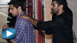 Repeat youtube video Siddharth Malhotra And Aditya Roy Kapoor Fight For Shraddha Kapoor