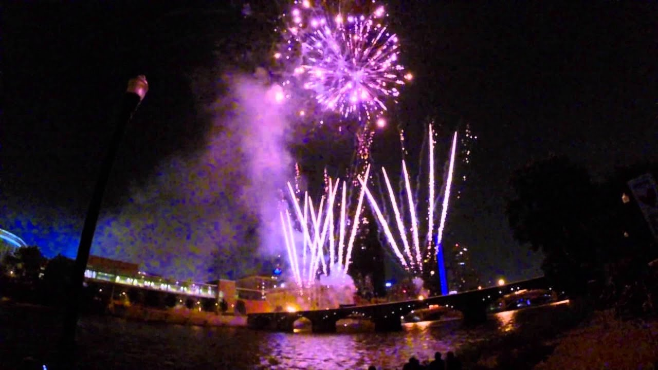 2015 amway family fireworks show in grand rapids, mi for july 4th