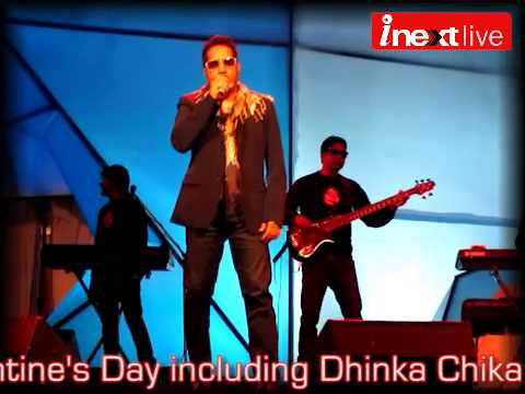 Mika Singh Singing Dhinka Chika In Lucknow