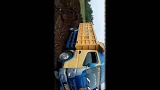 dump truk canter jump