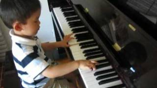 Video 3 Year Old Plays Piano RCM Grade 3 Minuet in G Major J.S. Bach BWV Ahn 114 download MP3, 3GP, MP4, WEBM, AVI, FLV November 2017