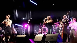 Els Catarres & Marian Dacal - Vola amb mi (Flying free) En Directe a Figueres 2012