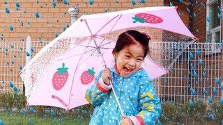 비오는날 어떻게 놀아야할까요?!! 서은이의 우산 장화 우비 모래놀이 Playing with Umbrellas Rain