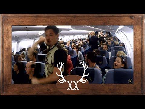 VoXXclub rockt Das Flugzeug - best plane Flashmob ever
