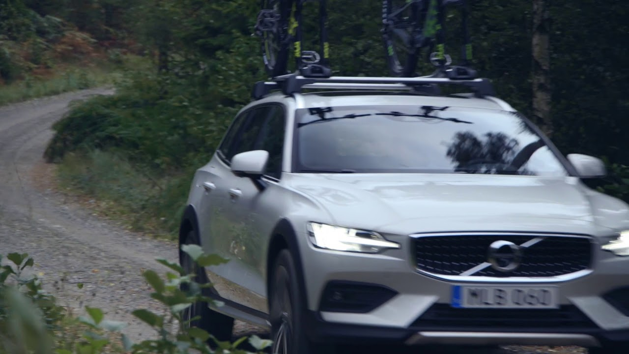 238229 New Volvo V60 Cross Country B rolls with bikes