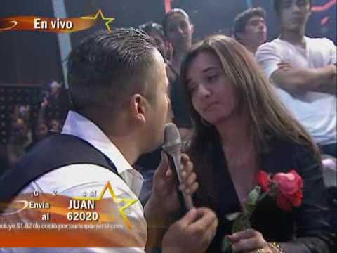 Juan Rivera le canta Jamás te vi tan linda a su esposa - Gran Desafío