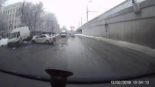 Смотреть видео Москва Дтп дублер  рязанского проспекта дом 10с3 13.02.19 онлайн