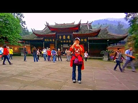 峨眉山報國寺大門前廣場 Bao Guo Temple Emeishan, Sichuan (China)