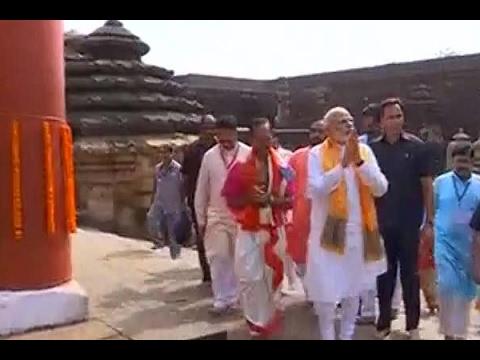 Prime Minister Narendra Modi visits Lingaraj Temple in Bhubaneswar, Odisha