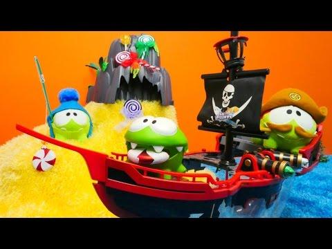 Çizgi film oyuncakları ile eğlenceli video, korsan oyunları. Om Nom gene şekerlerin peşinde!