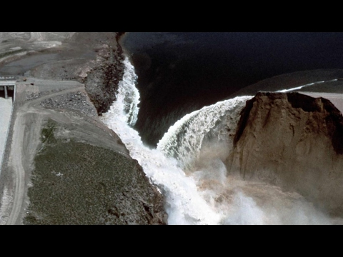 Oroville Dam spillway collapses update  🔴 Is it going to fail? 2-13-17