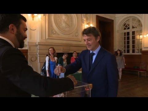 Législatives: Le chef de file de LR François Baroin a voté