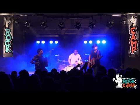 Concierto La M.O.D.A. (trío acústico) en Rock Camp 7.2