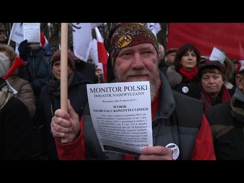 Poles rally against the government in court reform battle