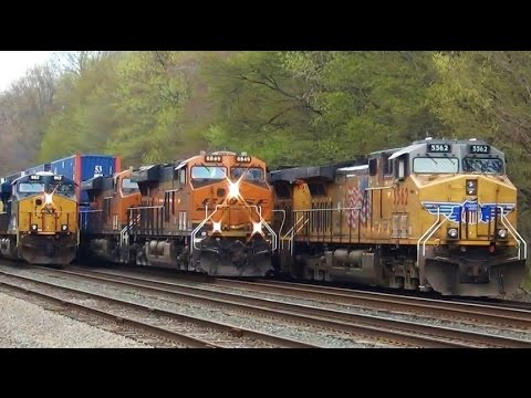 BNSF Train Goes Between CSX and Union Pacific Train