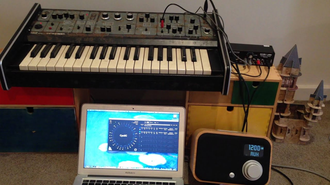 roland system 100 model 101 cv and gate in demo