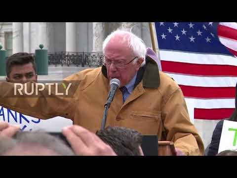 USA: Sen. Sanders joins protesters at anti-Republican tax plan rally