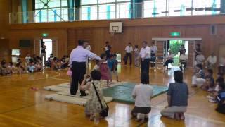 三原小学校に、大相撲の豊ノ島関が来てくれました! お相撲対決に勝って...