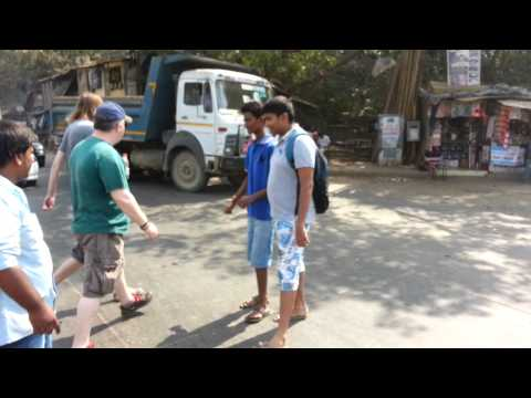 How to cross a street in Mumbai