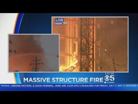 MASSIVE OAKLAND FIRE: 4-alarm fire destroys massive Oakland construction project