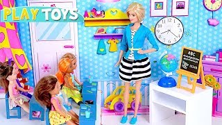 Playing Barbie Doll School Classroom Teacher Adventure! 🎀