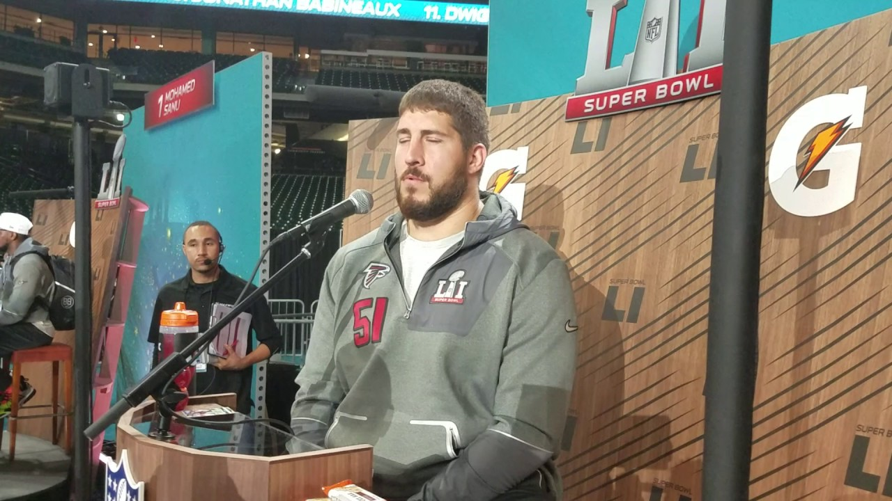 Alex Mack on why there aren t many left handed quarterbacks 2017