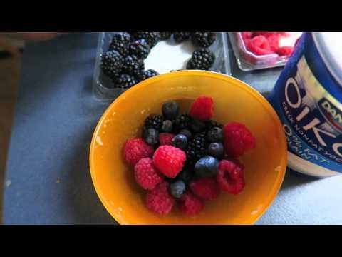 Fresh Mixed Berry Greek Yogurt