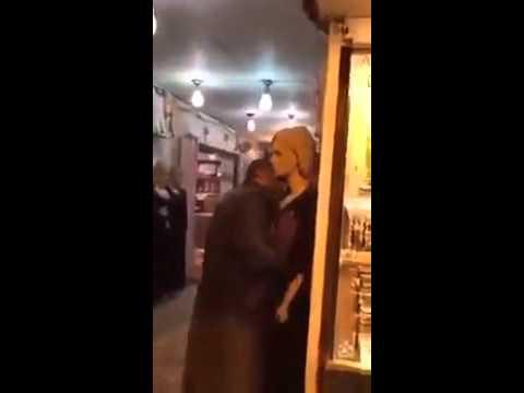 Беженец пристает к манекену и пугает всю Европу! ужас!