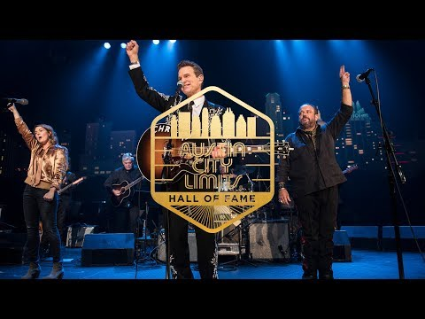 "ACL Hall of Fame New Year's Eve 2017 | Chris Isaak, Brandi Carlile & Raul Malo ""Pretty Woman"""
