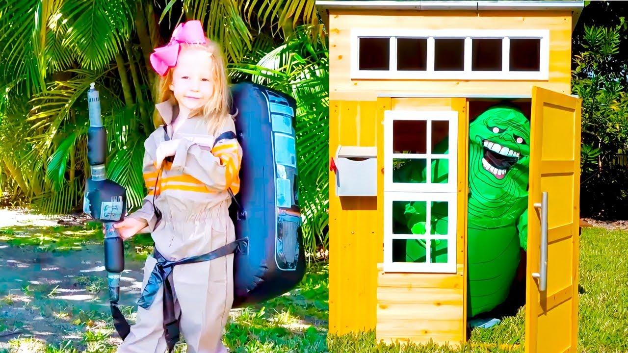 Nastya ayuda a las muñecas a encontrar un hogar para sus juguetes