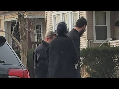 Chicago man was inside Pelosi's office, feds say | Jefferson Park home raided | ABC7 Chicago