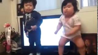 Gambar cover This Dancing Korean Toddler May Have Created The Next 'Gangnam Style'